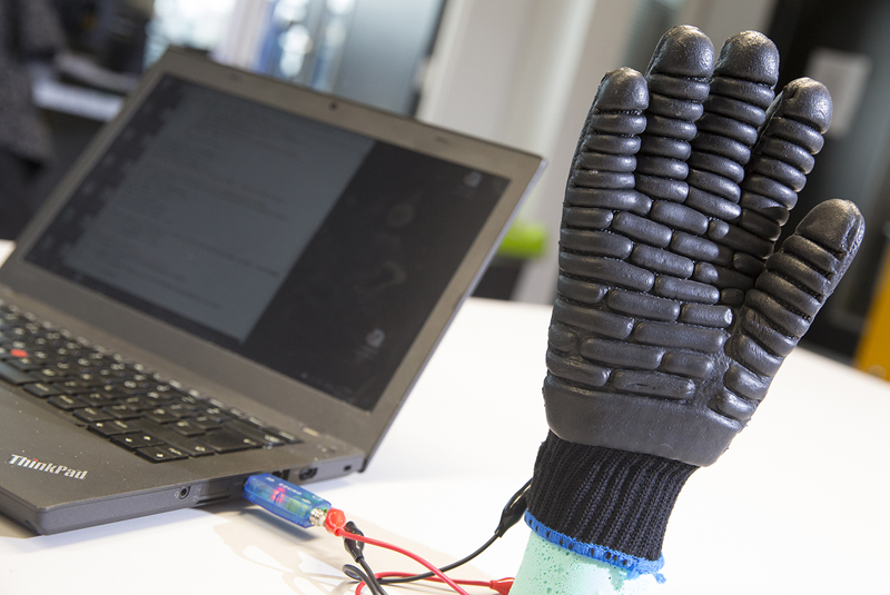 E-gloves to protect workers from vibration