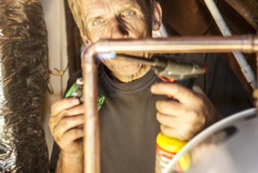 Installing a horizontal cylinder