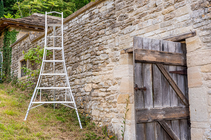 GIVEAWAY: Henchman Ladders 8ft Professional Tripod ladder