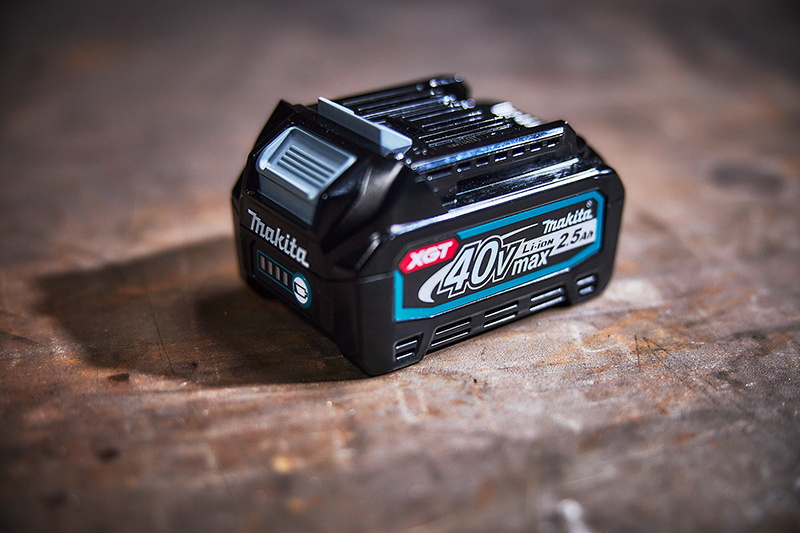 Free battery with Makita XGT purchases